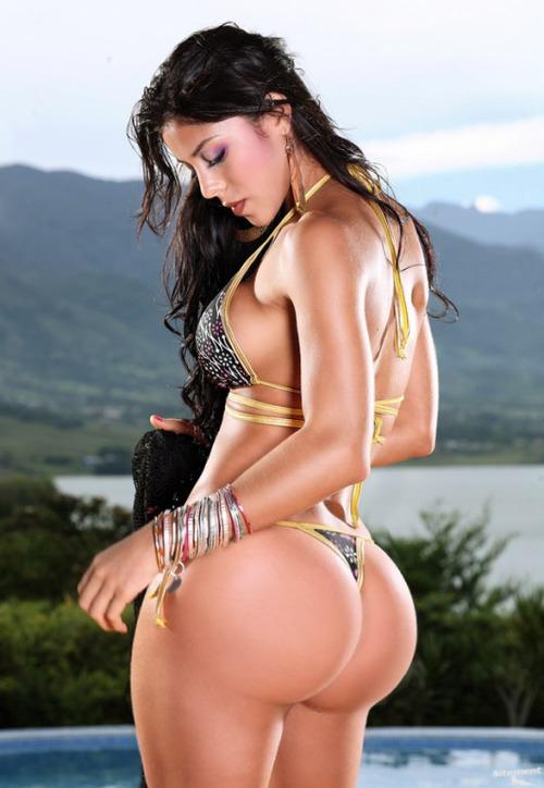 bigg-latina-ass-lucy-liu-nude-and-naked