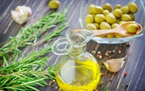 تكبير القضيب بزيت الزيتون فعال ومضمون